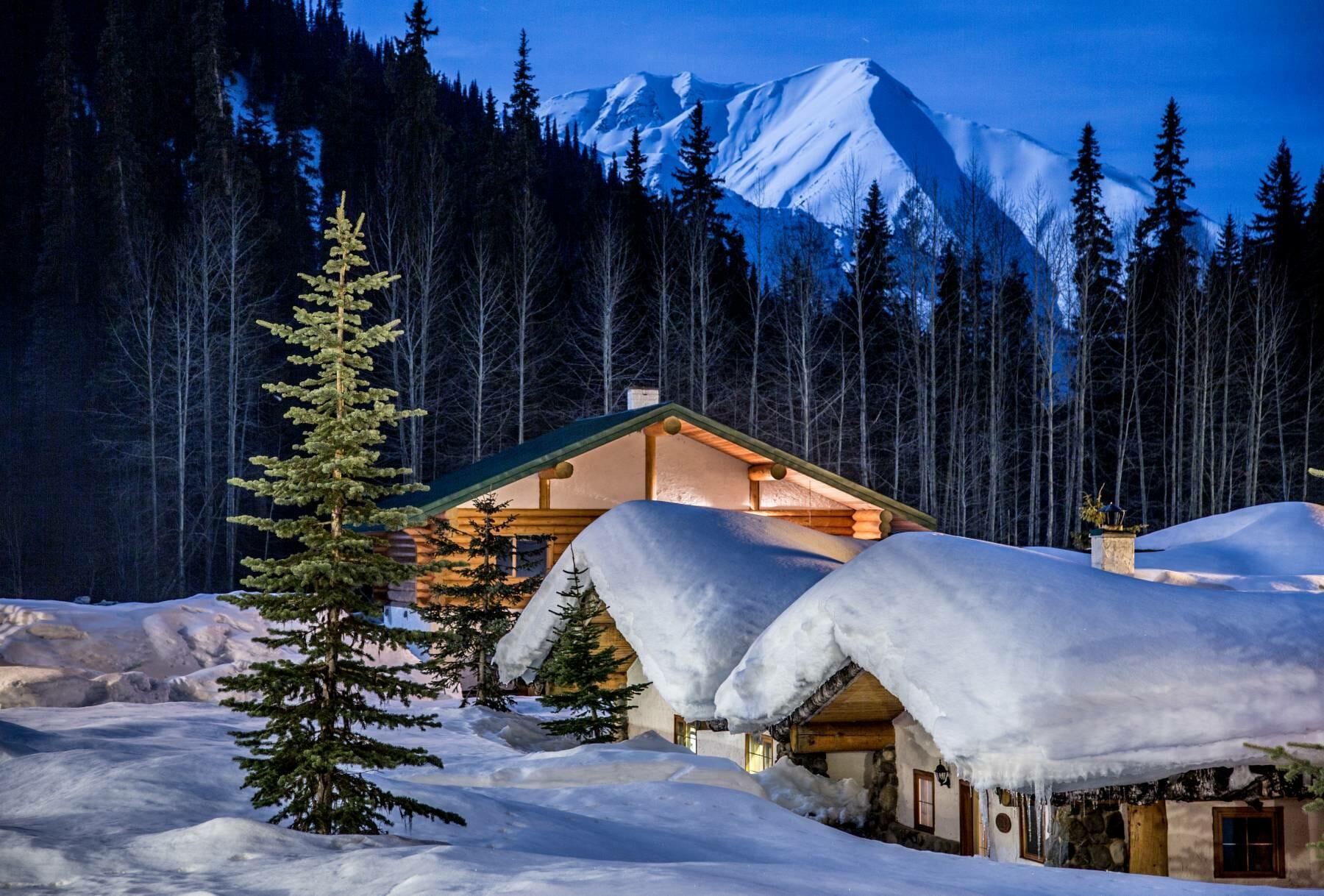Bell 2 Lodge Photo - Steve Rosset