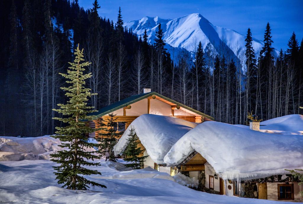 Don't worry, we'll do the shovelling. Bell 2 midwinter. Photo - Steve Rosset