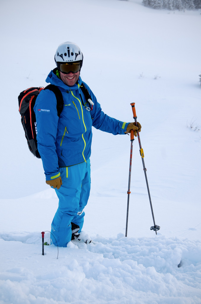 Probing 320cm deep in the alpine. | Photo: Aurelien Sudan