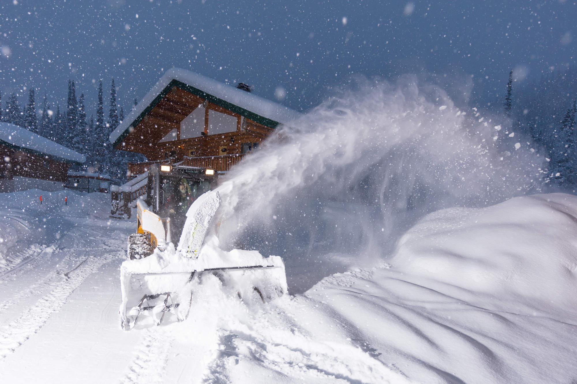 4 Deep Winter Heli Skiing BC